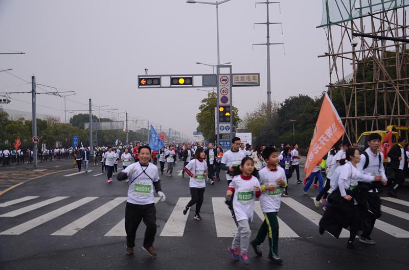 院参加2017苏州太湖国际马拉松竞赛